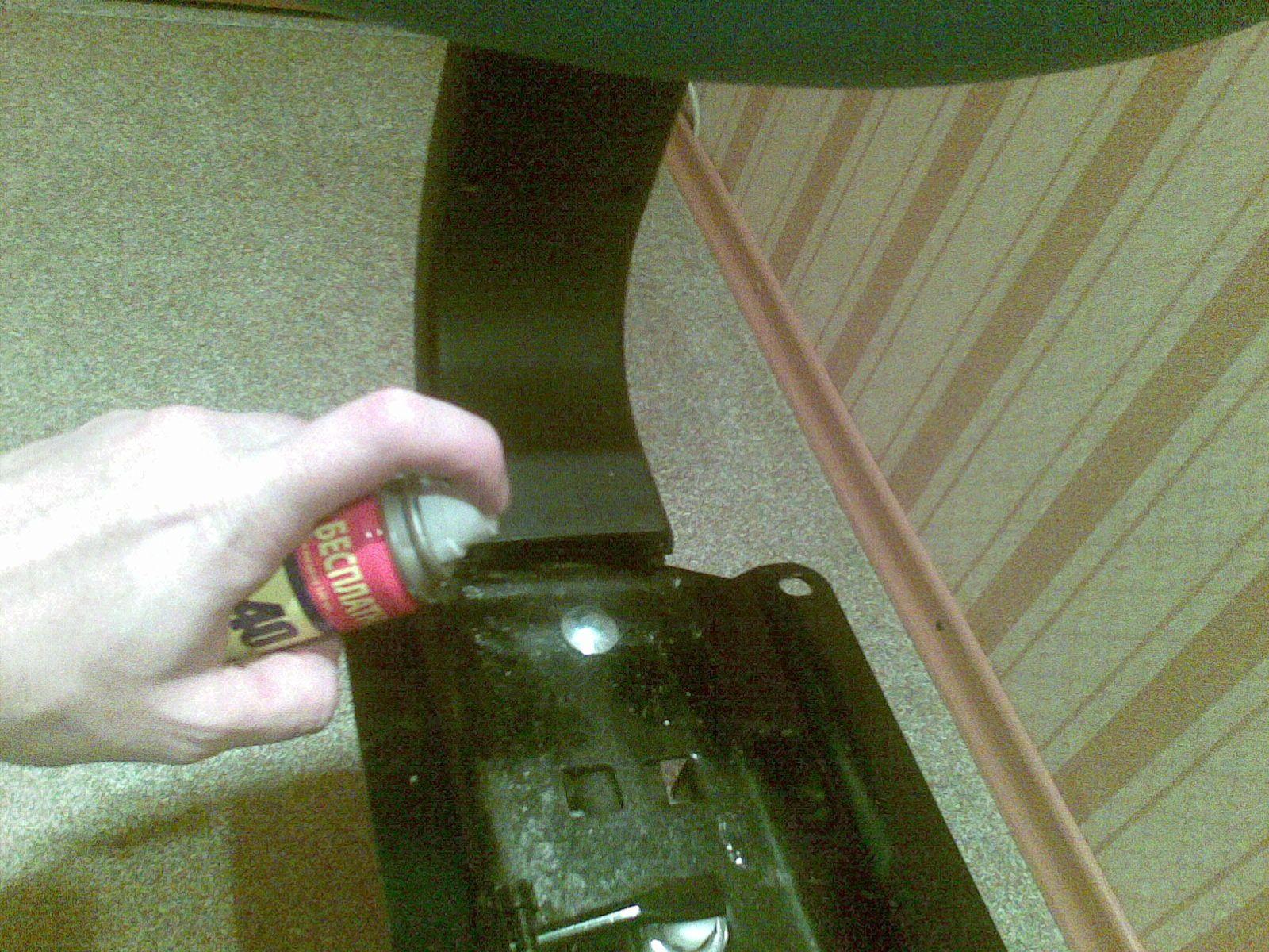 Смазываем стул